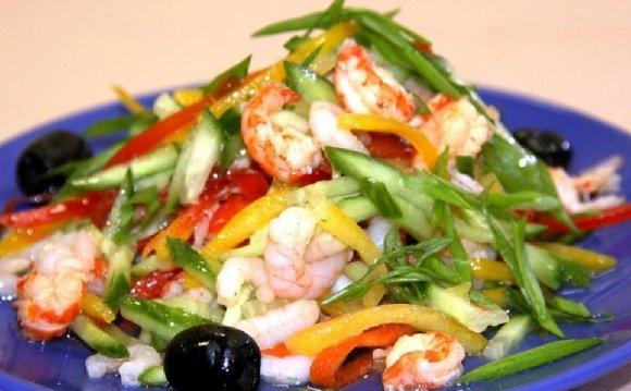 Овощной салат с семгой и