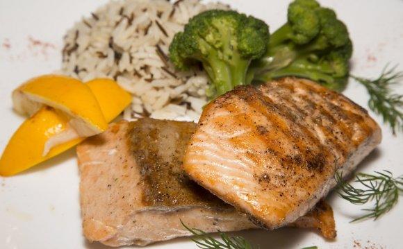 Запеченый лосось с диким рисом